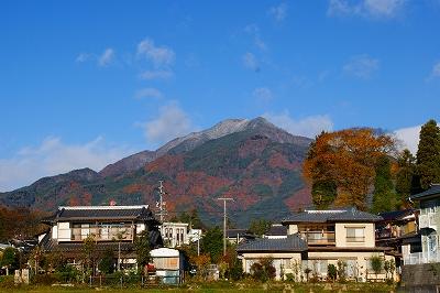 初冠雪の風越山.jpg